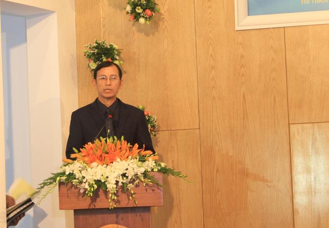 Mục sư Nguyễn Ngọc Dũng - Ủy viên Ban Đại diện Tin Lành thành phố Hồ Chí Minh chúc mừng.