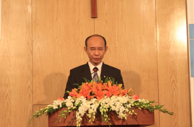 Mục sư Nguyễn Hữu Bình - Phó Hội trưởng II cầu nguyện khai lễ.