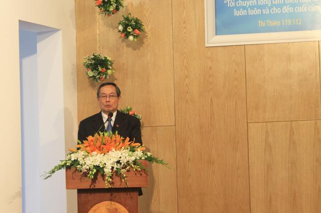 Mục sư Nguyễn Ngọc Thuận - Giám học VTKTH tổng kết Khóa V & Niên học 2015.