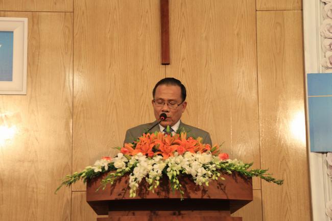 Mục sư Nguyễn An Thái - Giám thị VTKTH tuyên đọc Lời Chúa.