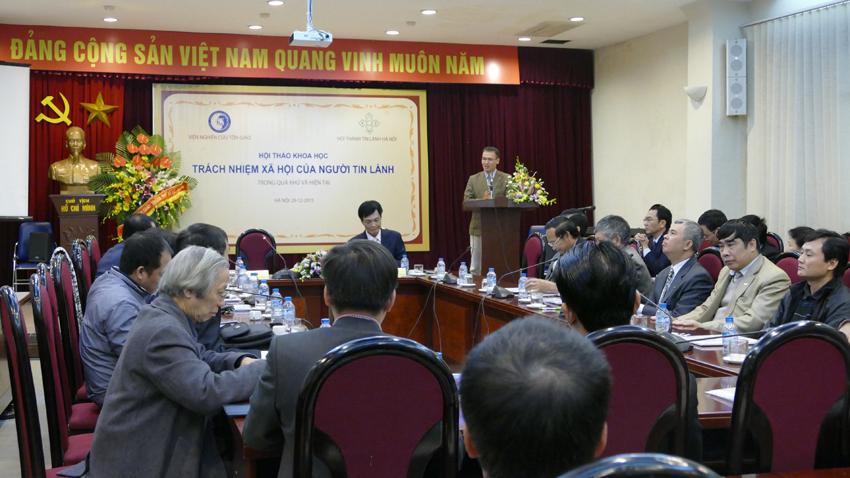 Mục sư Quản nhiệm Bùi Quốc Phong phát biểu.