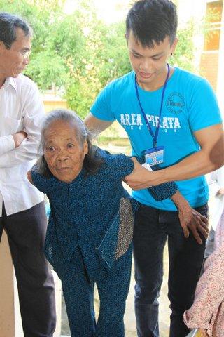 Khá nhiều người già yếu, bệnh tật.