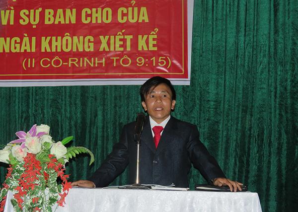 Mục sư nhiệm chức Chu Seo Quáng chào mừng.