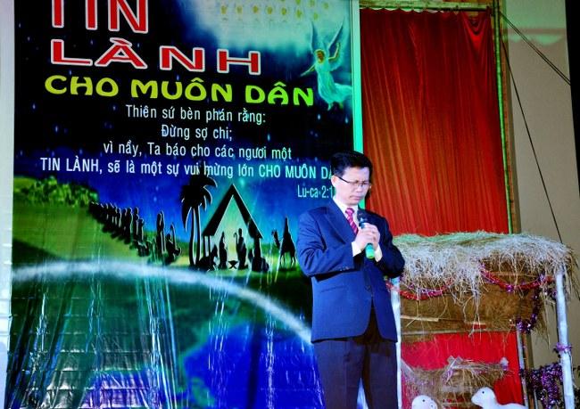 MSNC Võ Hoàng Hà cầu nguyện khai lễ.