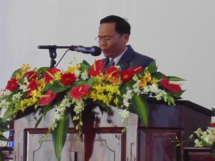 MS Huỳnh Cường cầu nguyện khai lễ.