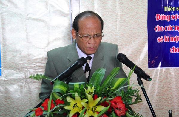 Mục sư Trần Đình, Ủy viên Ban Đại diện cầu nguyện đáp ứng lời Chúa.