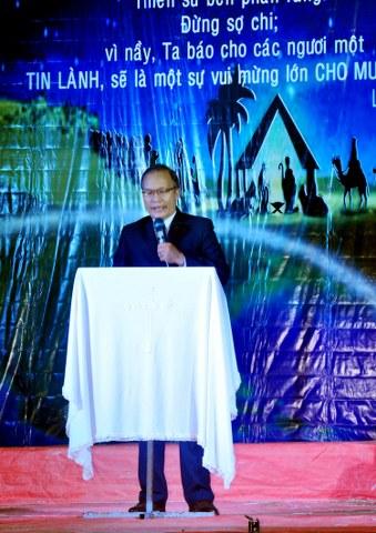 MS Nguyễn Tờn giảng Lời Chúa.