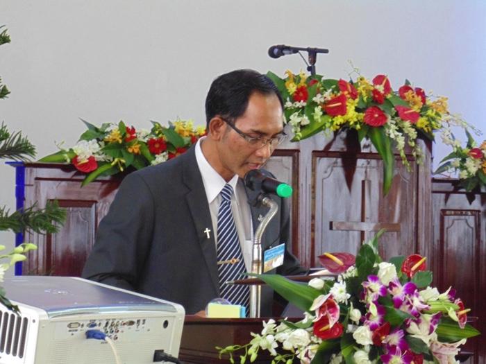 MS Phi Lê Môn đọc biên bản hội đồng.