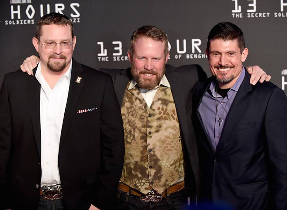 Ba người anh hùng ngoài đời thực Mark ''Oz'' Geist, John ''Tig'' Tiegen và Kris ''Tanto'' Paranto.