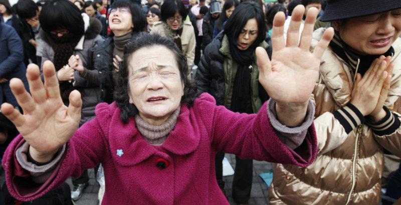 Cơ đốc nhân Hàn Quốc cùng cầu nguyện cho Triều Tiên trong một buổi cầu nguyện hồi năm 2012.