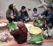 Goi banh chung don Tet