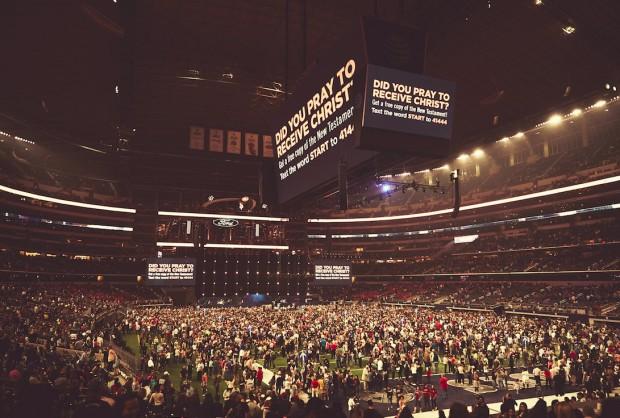 Sân vận động AT&T đầy ắp người tham dự.