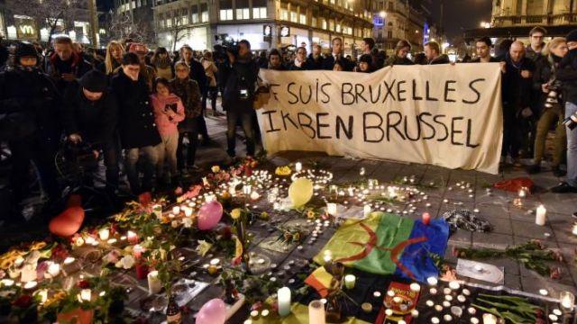 Người dân Brussels tụ họp tưởng niệm các nạn nhận của loạt khủng bố diễn ra voà ngày 22/03 vừa qua.