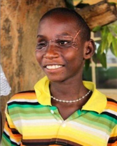 Chàng trai trẻ Danjuma Shakura tha thứ cho những kẻ gây ra tội ác.