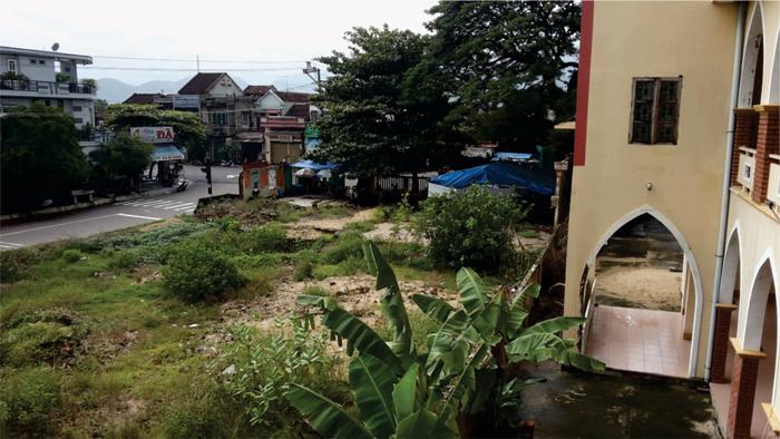 Khu đất bị chính quyền địa phương chiếm dụng và bỏ hoang hơn 10 năm (ảnh tư liệu Hội Thánh).
