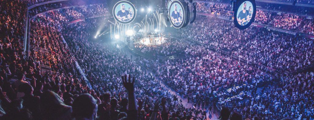 Hillsong luôn nổi tiếng với không khí thờ phượng đầy rẫy Thánh Linh.