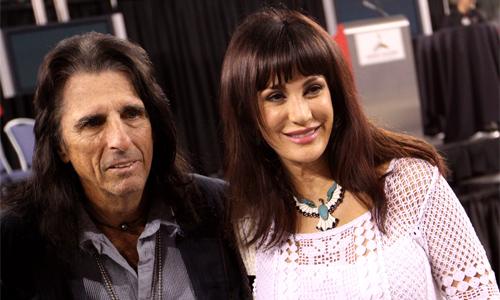 Alice Cooper cùng vợ.