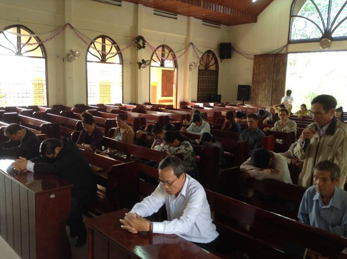 Tôi con Chúa tại HT Phú Phong dốc lòng cầu nguyện xin Chúa can thiệp.