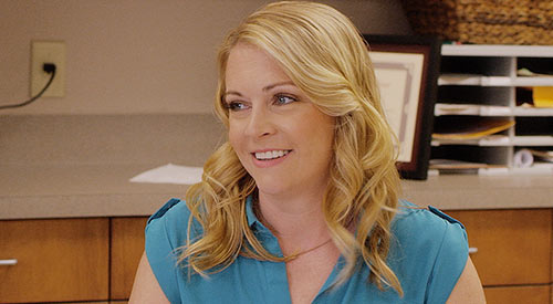 Nhân vật Melissa Joan Hart phải tham gia một vụ kiện để bảo vệ niềm tin cá nhân.