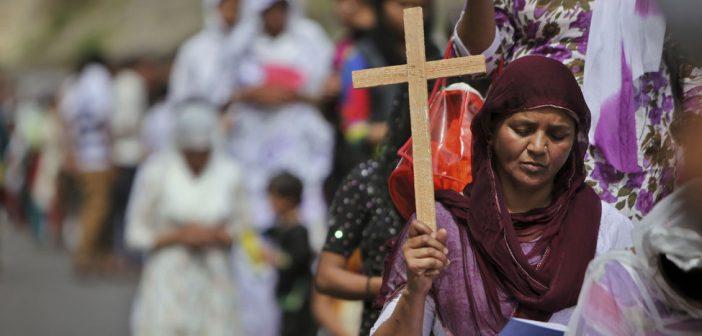 Vùng Đất Bắt Bớ Cơ Đốc Nhân Quay Lưng Tìm Về Chúa
