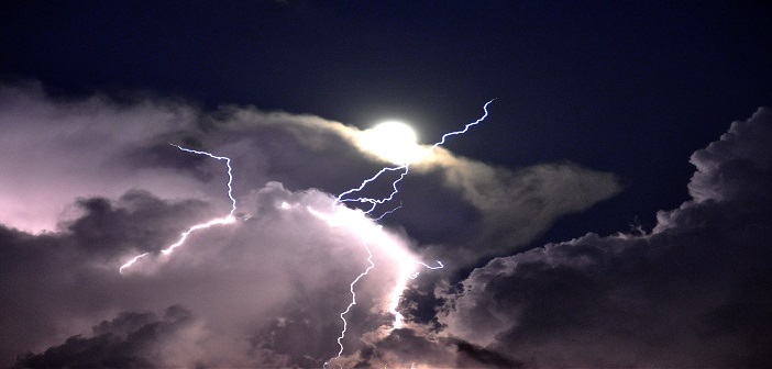 lightning-from-clouds-in-heaven