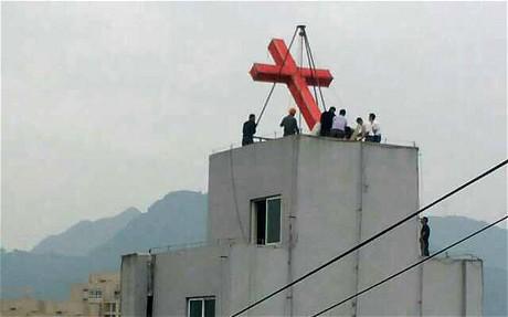 Một nhà thờ bị dỡ bỏ thập tự.