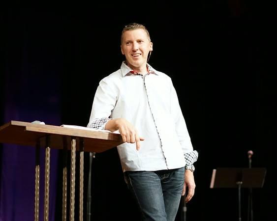 Nhà truyền giáo Chris Gore.