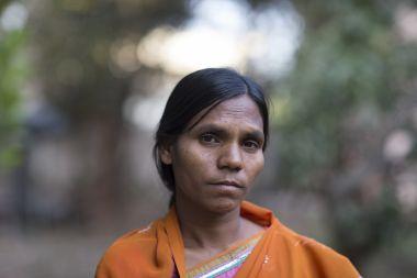 Cô em gái Sunita.