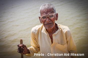 Cụ già 93 tuổi ở Jharkhand từng là thầy phù thuỷ và đã tin Chúa được 3 năm.