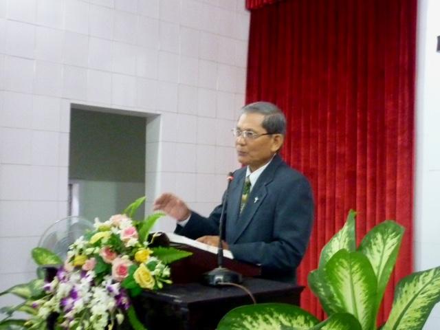 Mục sư Nguyễn Thành Danh chia sẻ Lời Chúa.