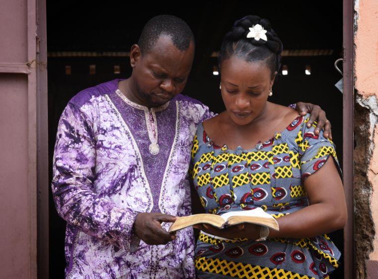 Alida cùng chồng nuôi dạy 7 người con đồng thời dẫn dắt cả một hội thánh.