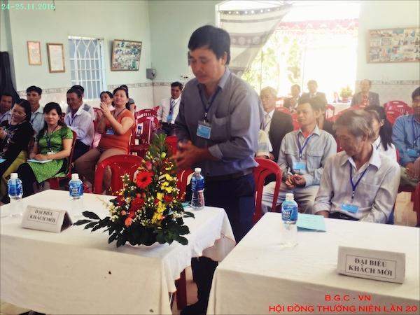 Giới thiệu đại biểu các hội thánh địa phương.