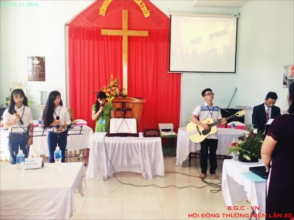 Ban thờ phượng phục vụ Chúa trong hội đồng.
